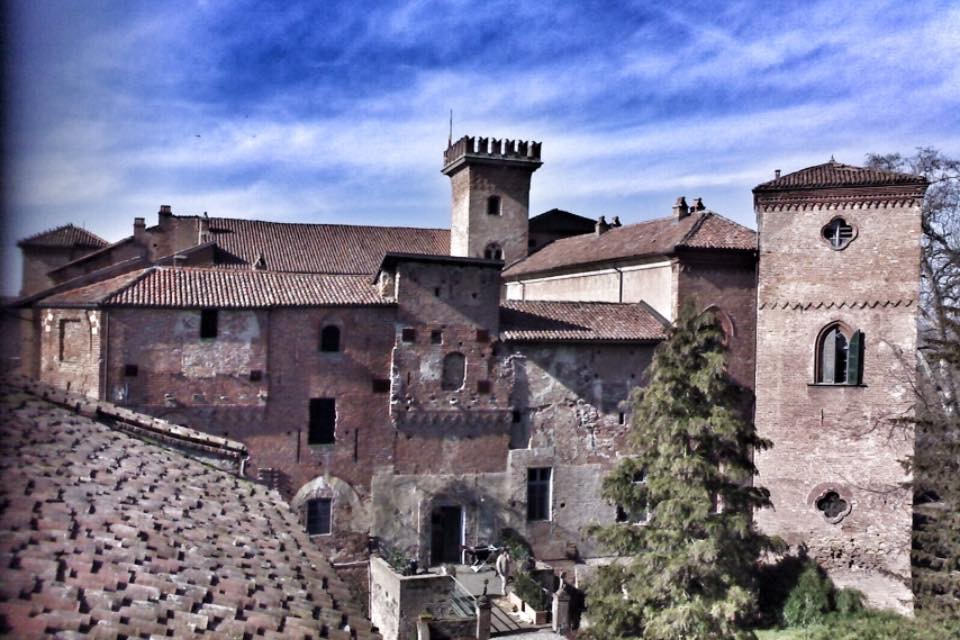 Castello Sannazzaro -  Castello in facciata dal campanile di San Giacomo